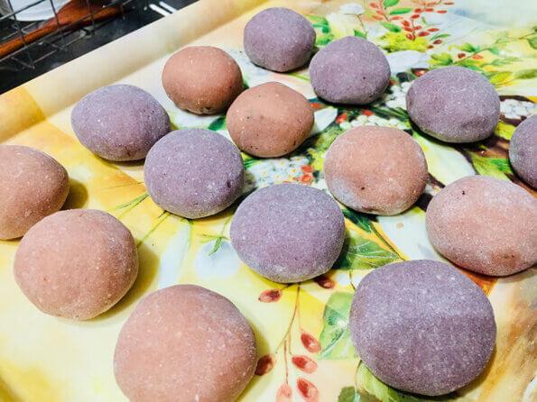 紅湯圓及紫湯圓